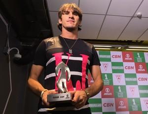 Mauro Viana, da URT, ganhou o Troféu Globo Minas como melhor zagueiro (Foto: Maurício Paulucci)