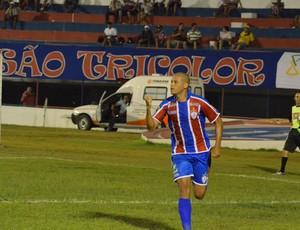 Ney Carioca comemora o gol de empate (Foto: João Áquila/GLOBOESPORTE.COM)