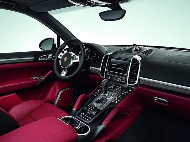 Interior do novo PCayenne Turbo S 'brinca' com dois tons de cor (Foto: Divulgação)