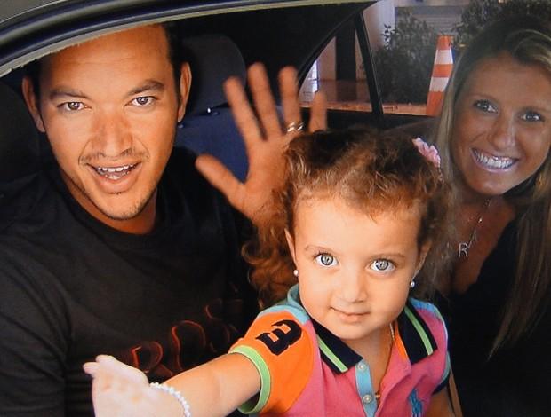 Réver, zagueiro do Atlético-MG, e família (Foto: Marco Antônio Astoni / Globoesporte.com)
