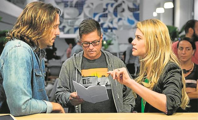 Vladimir Brichta e Alinne Moraes são dirigidos por Marcello Zambelli numa cena de 'Rock story' (Foto: Divulgação)