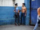 Valesca Popozuda incorpora policial sensual em clipe da música 'Viado'