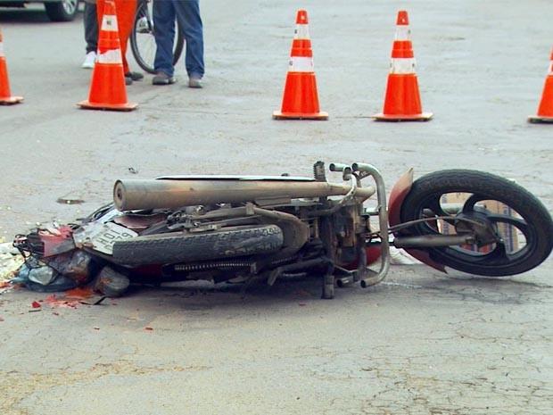 Motociclista é atropelado e morto após discussão em Poços de Caldas (Foto: Reprodução EPTV)