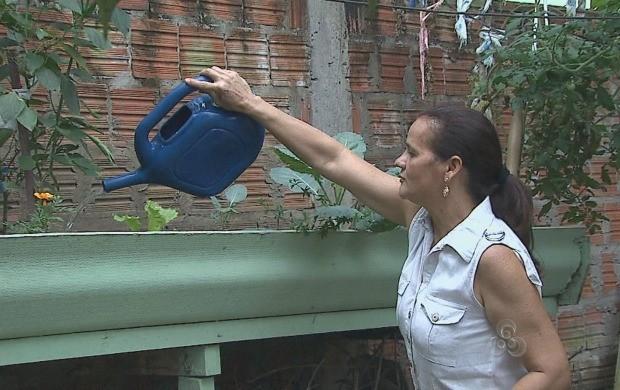 Moradores de algumas regiões da capital convivem com escassez de água potável (Foto: Acre TV)