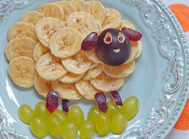 A sugestão aqui é usar a banana no lugar da lã da ovelhinha e divertir a criançada (Foto: ThinkStockPhotos)