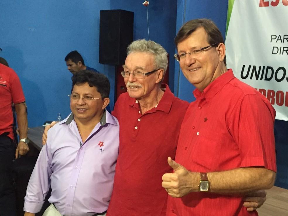 Deputados Sinésio (primeiro, da esquerda para a direita) e José Ricardo (último) anunciaram candidatura (Foto: Leandro Guedes/Rede Amazônica)