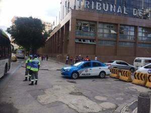 Policiais participam de esquema de segurança para julgamento de Beira-mar (Foto: Janaína Carvalho/G1)