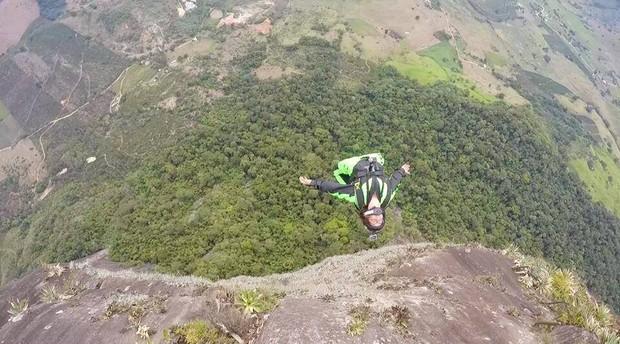 Julia Botelho base jump Circuito Radical (Foto: Reprodução Facebook)