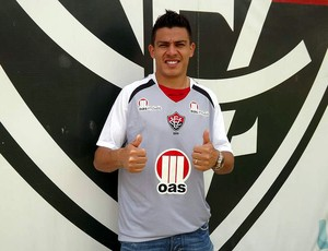 Ayrton, novo lateral direito do Vitória, na Toca do Leão (Foto: Divulgação/E.C. Vitória)