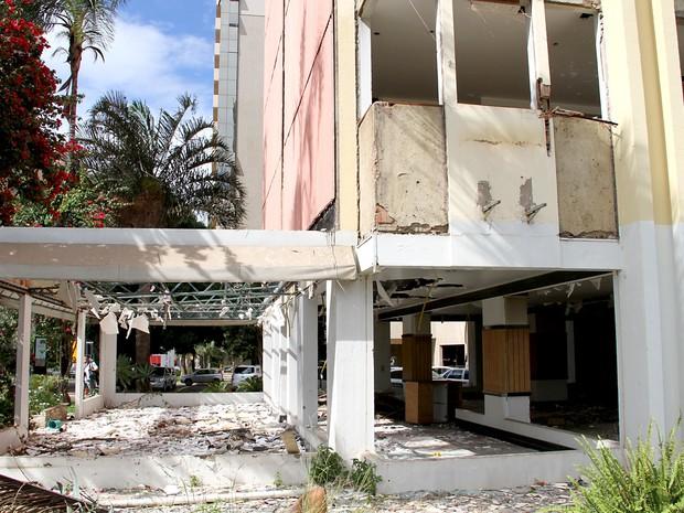 Entrada de hotel abandonado na área central de Brasília (Foto: Vianey Bentes/TV Globo)