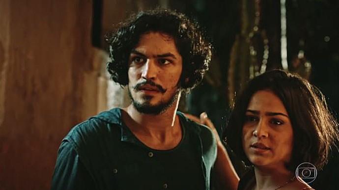 Olívia segura Miguel  (Foto: TV Globo)