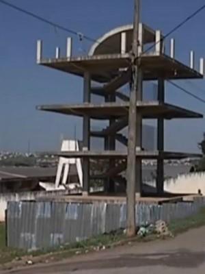 Construção do mirante do Debret, em Itapeva, começou em 2009 (Foto: Reprodução/ TV TEM)