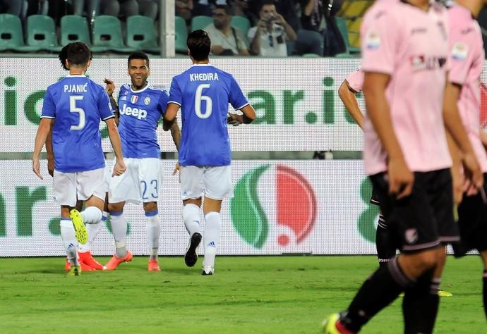 Daniel Alves Juventus x Palermo (Foto: Reuters)