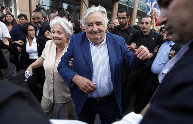Mujica é aclamado e aplaudido em sua despedida como presidente do Uruguai