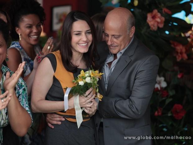Ih, será que a Lia vai ganhar um padastro oficial?  (Foto: Malhação / TV Globo)