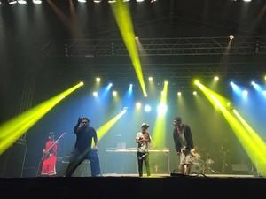 Alisson, de 13 anos, levantou o público mandando um rap com o pessoal da Favela Soul (Foto: Pedro Neto/G1)