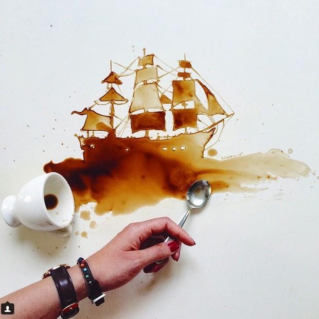 Manchas de café e de outros alimentos viram obras de arte