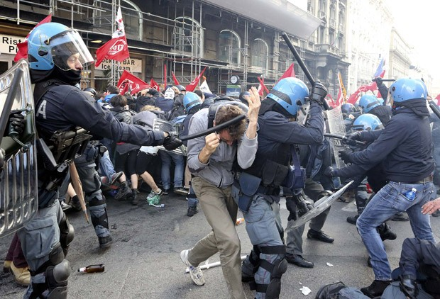 Ato acabou em confronto em Roma (Foto: Alessandro Bianchi/Reuters)