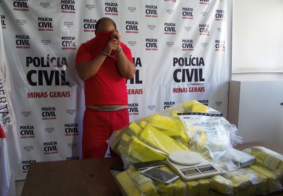 Homem é preso suspeito de tráfico de drogas na Região da Pampulha, em Belo Horizonte. (Foto: Polícia Civil/Divulgação)