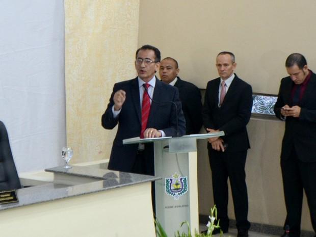 Waldez Góes lei mensagem de abertura do ano legislativo na Assembleia (Foto: Abinoan Santiago/G1)