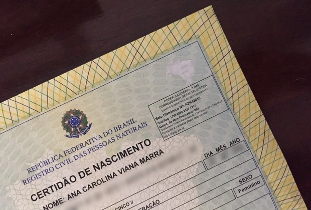 Nova Certidão de Nascimento de Carol Marra (Foto: Carol Marra/Arquivo Pessoal)