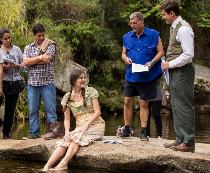 Diretor Jorge Fernando ensaia com Camila e Klebber na serra fluminense (Foto: Inácio Moraes/Gshow)