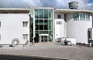 Tribunal de Exeter Crown Court foi palco de um julgamento sobre acusação de fraude de benefício no Reino Unido (Foto: Reprodução/Exeter Crown Court)