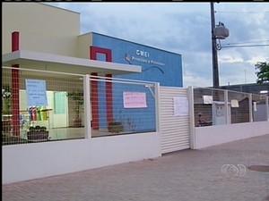 Professores do Centro Municipal de Educação Infantil paralisam por falta de pagamento (Foto: Reprodução/TV Anhanguera)