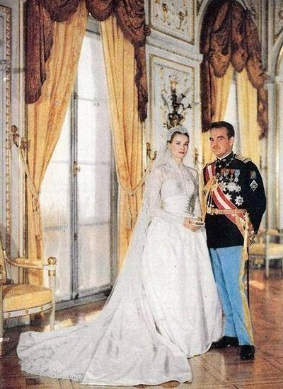 Em 19 de abril de 1956, a atriz Grace Kelly e o príncipe Rainier III de Mônaco casaram-se numa cerimônia transmitida pela TV (Foto: Reprodução)