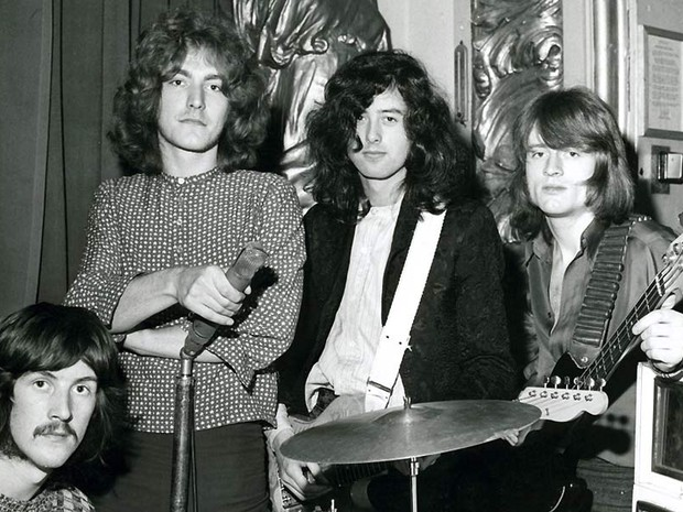 Em 3 de março de 1969, no Playhouse Theatre, Londres, onde o Led Zeppelin gravou 'Communication breakdown', 'Dazed and confused' e 'I can't quit you baby' para o programa Top Gear, de John Peel (Foto: Jimmy Page Collection/Divulgação)