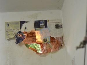 Presos conseguiram fugir por buraco feito na parede de uma cela isolada. (Foto: Lucas Malta/Alagoas na Net)