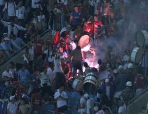 Torcida do Nacional do Uruguai no jogo contra o Grêmio pela Libertadores na Arena (Foto: Diego Guichard/GloboEsporte.com)