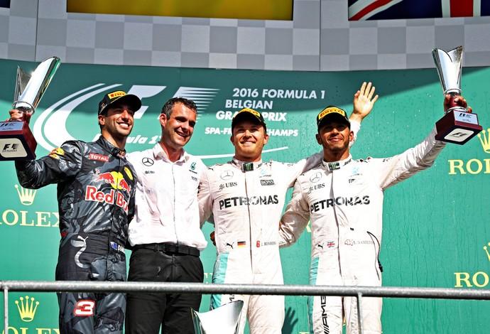 Nico Rosberg, entre Daniel Ricciardo e Lewis Hamilton no pódio do GP da Bélgica (Foto: Getty Images)