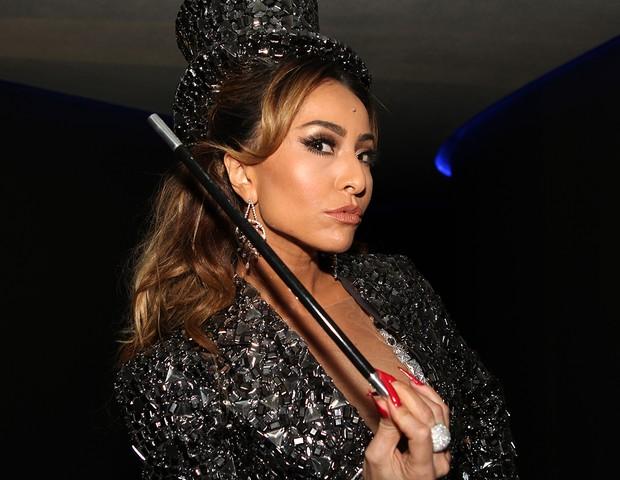 www.jornaliacu.com.br  Sabrina Sato chega de mágica e vira coelhinha ... 21868b2c88