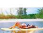 Kelly Key exibe barrigão em foto relax em cima de uma prancha