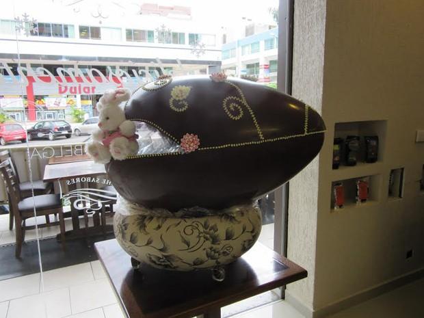 Ovo de Páscoa de 20 quilos vendido em Brasília (Foto: Gabriela Berrogain/G1)
