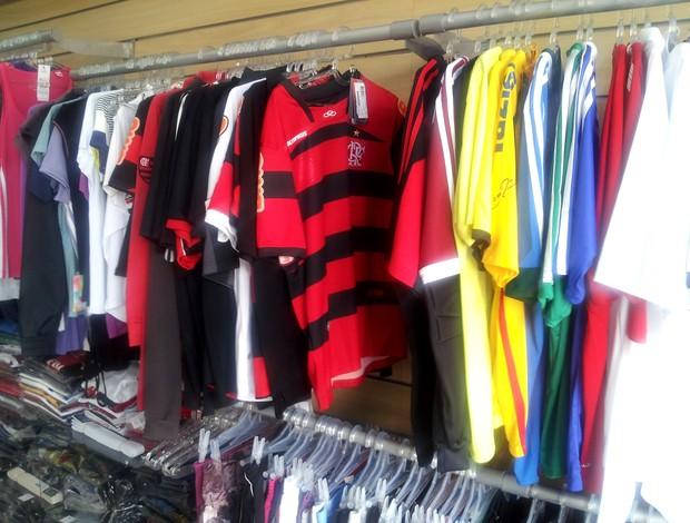 Lojas esportivas de Rio Branco só vendem camisas de times de fora do estado  (Foto e0851c5125bf5