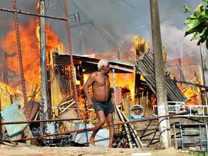 Incêndio destrói comércios no centro de Rio Branco (Foto: Fábio Carvalho/ Arquivo pessoal)