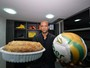 Da bola ao bolo: Felipe Melo abre escritório e revela seu lado empresário