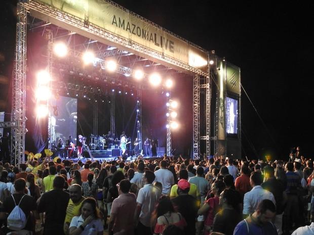Show foi realizado no anfiteatro da Ponta Negra (Foto: Ive Rylo/G1 AM)