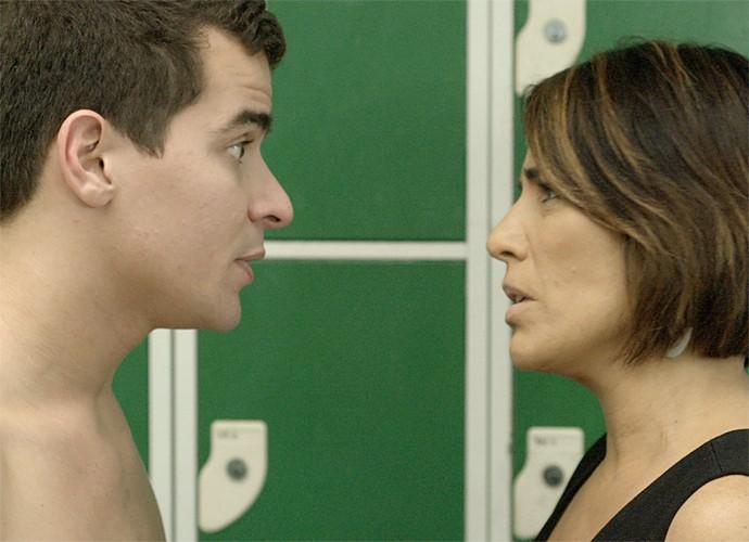 Beatriz diz a Diogo que está com saudade (Foto: TV Globo)
