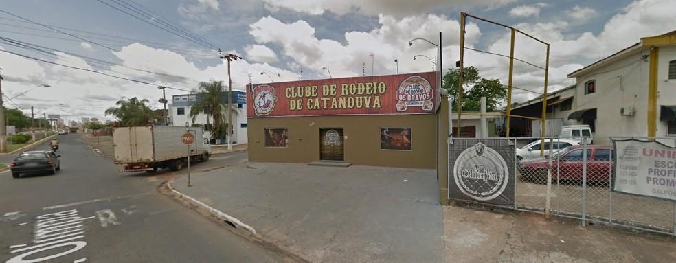 Festa é realizada no Clube de Rodeio de Catanduva (Foto: Reprodução/Google Street View)