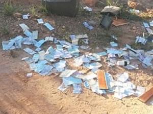 Cheques apreendidos em Nova Serrana 1 (Foto: Polícia Militar/ Divulgação)