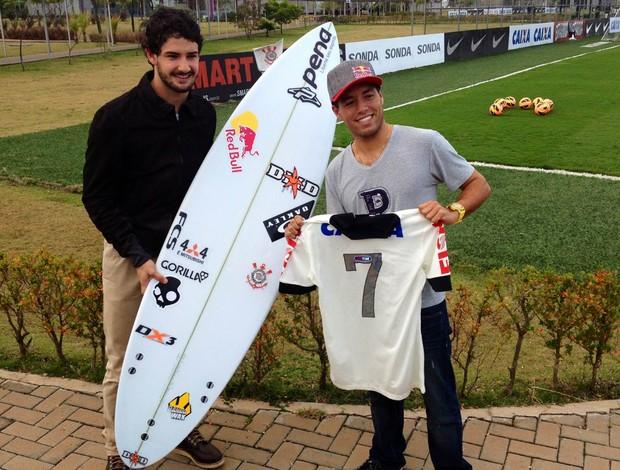 Surfe Mineirinho e Alexandre Pato no Corinthians (Foto: Diogo Venturelli)