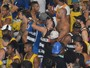 De novo! Claudia Leitte promove festival de beijos gays em trio na Bahia