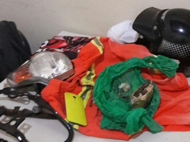 Coletes encontrados com suspeitos em Paraíso do Tocantins (Foto: PM/Divulgação)