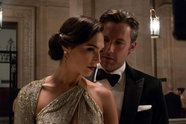 Gal Gadot e Ben Affleck como Batman e Mulher-Maravilha (Foto: Reprodução)