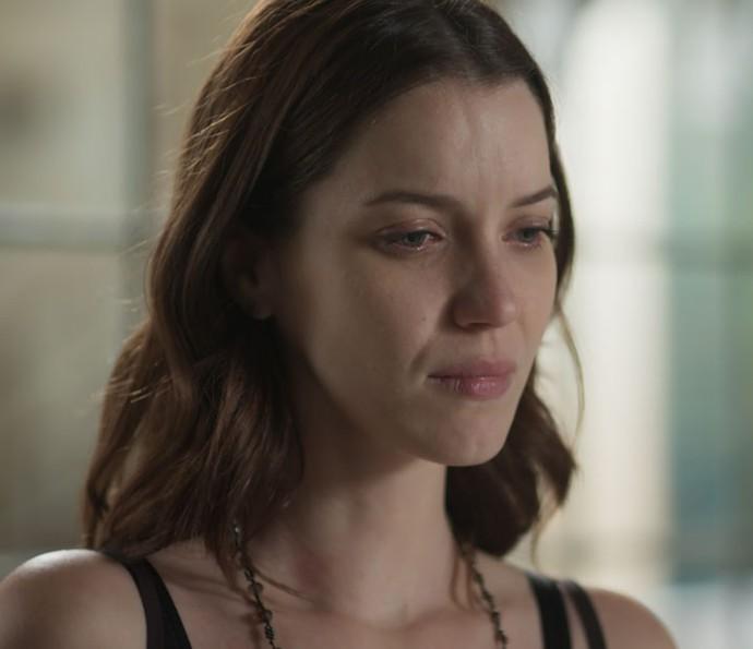 Júlia fica em choque quando Vanessa conta do beijo de Gui e Diana (Foto: TV Globo)