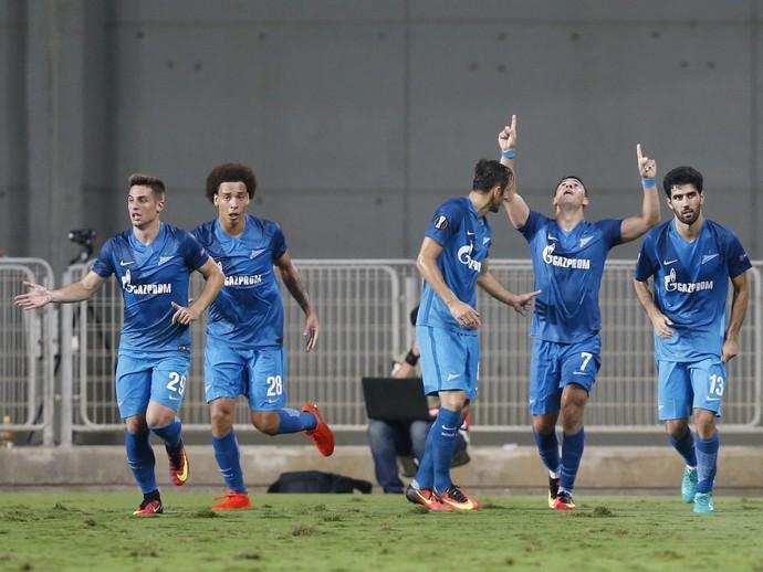 Giuliano comemora gol do Zenit (Foto: AP Photo/Ariel Schalit)