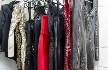 A arara cravada de vestidos de alta costura (entre eles, Azzedine Allaïa, Versace e Emiliano Pucci). Há ainda outros dois comprados pela própria Fernanda em Nova York (de Herve Leger) e roupas encomendadas para ela a grifes como Samuel Cirnansk e Letage Ellen Soares/ TV Globo